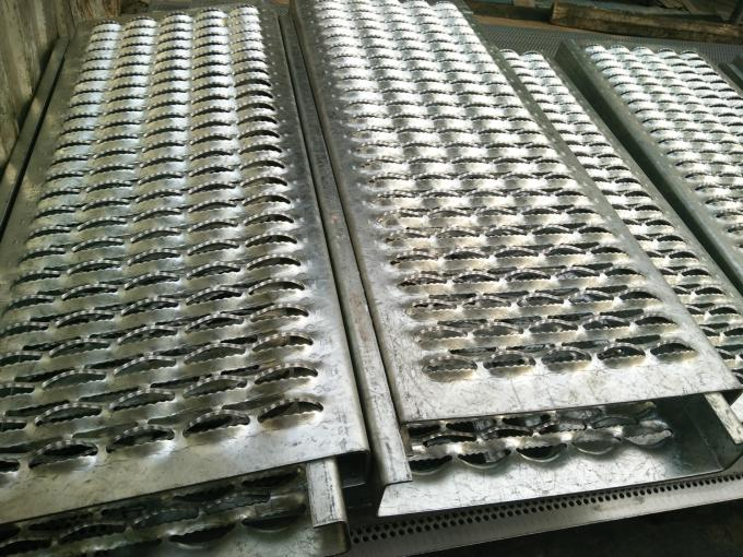 Diamond Grip Stair Tread Safety Grating For Catwalk , Metal Tread Plate Floor Non Slip